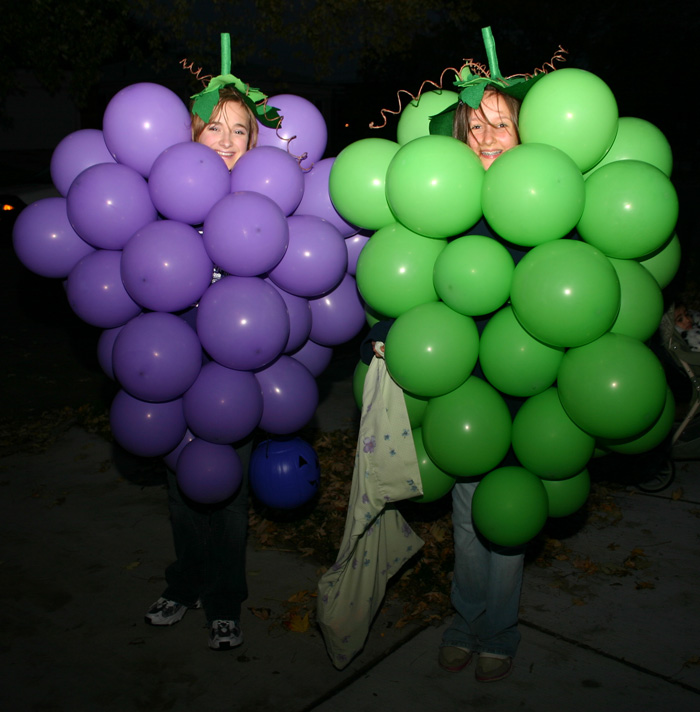 How to make a grape costume with balloons